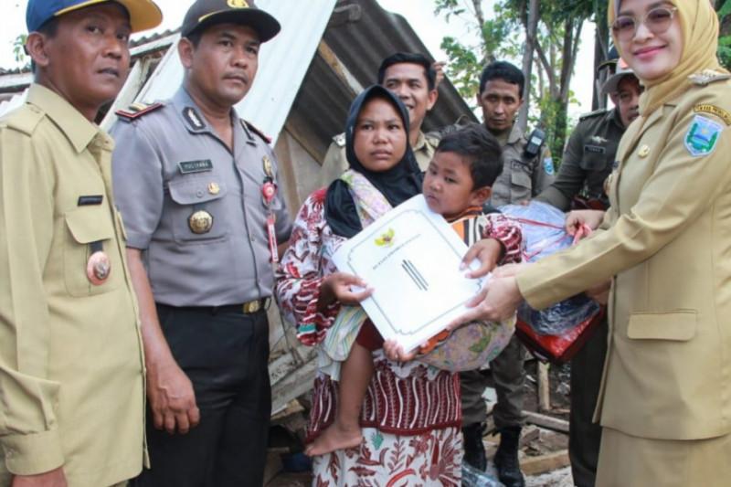 Korban Angin Puting Beliung di Probolinggo Terima Bantuan