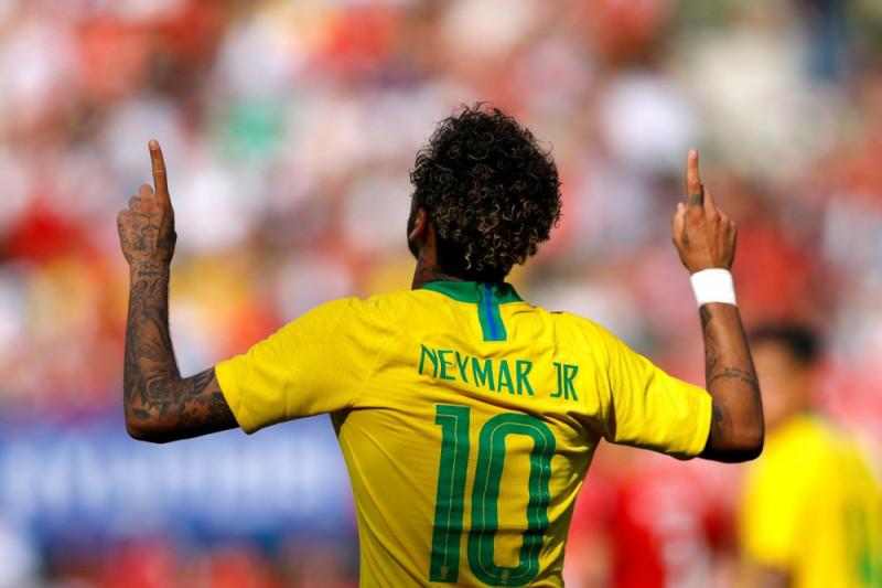 Neymar Cedera saat Brazil Melawan Kamerun