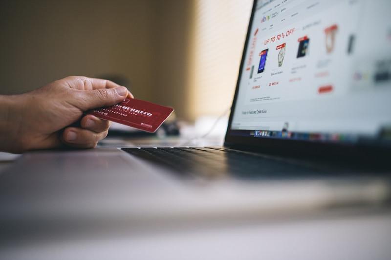 Lima Kebiasaan Orang Indonesia saat Belanja Online