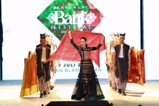 Kolaborasi Perajin Lokal-Italia di Banyuwangi Batik Festival