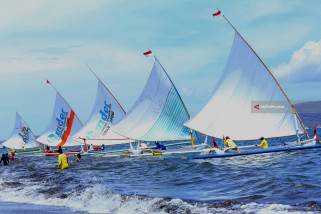 Balap Perahu Layar Selat Bali