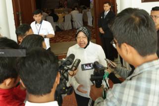 Risma Dalami Penyebab 10 Anak Surabaya Hirup Aroma Lem