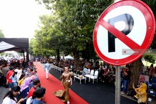 Peragaan Busana Batik Trotoar