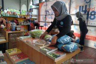 Daop Surabaya Dekatkan Buku Dengan Penumpang KA
