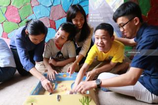 Mahasiswa Ubaya Buat Permainan Terapi untuk Anak Autis