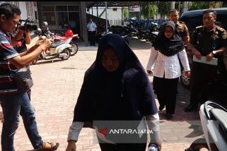 Kejari Situbondo Tahan Dua Tersangka Korupsi Uang Persediaan DPRD (Video)