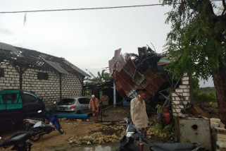 Ratusan Rumah di Gresik Rusak Diterjang Angin Puting Beliung