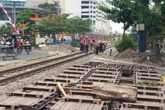 YLPK Soroti Lambannya Pemasangan Block Rel Depan RSI Surabaya