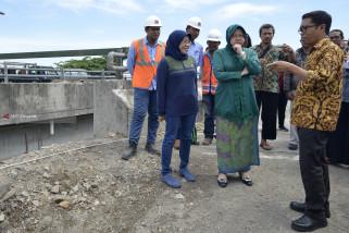 Wali Kota Risma-KPK Tinjau Proyek Jalan MERR di Perbatasan Sidoarjo (Video)