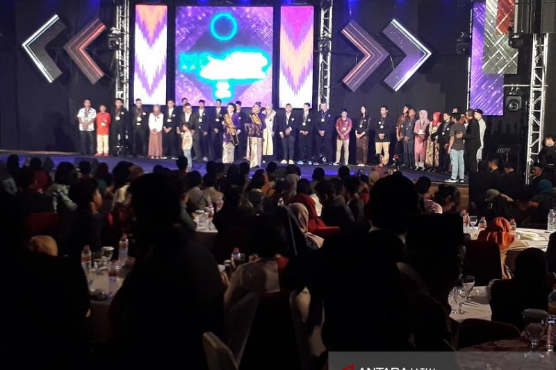 """Kota Kediri Berikan Penghargaan """"Satya Yasa Cundamani 2018"""" untuk Warga Berprestasi"""