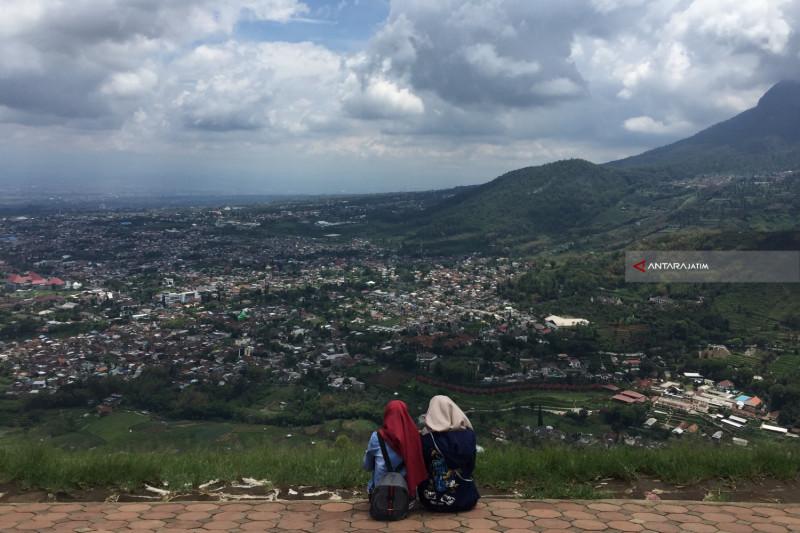 Melepas Penat di Kawasan Wisata Gunung Banyak Kota Batu