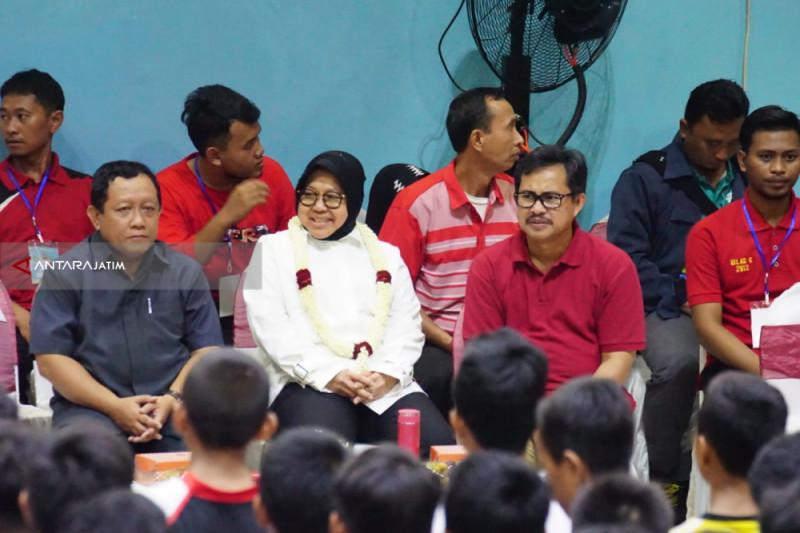 Risma Minta Pelajar SMP Surabaya Aktif Ekstra Kurikuler