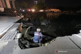 Wakil Wali Kota Surabaya Tinjau Lokasi Jalan Ambles (Video)