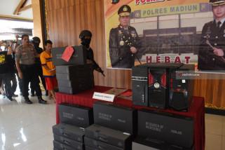 Kasus Pencurian Komputer Sekolah
