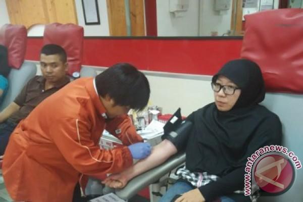 Kabupaten Indramayu berikan penghargaan pendonor darah 100 kali