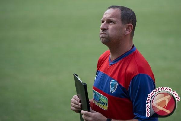 Sepak bola- Dejan Antonic senang bisa kembali ke Bandung