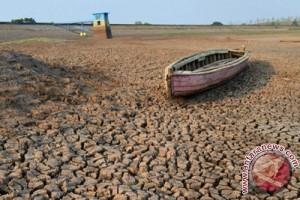 Akibat kekeringan warga dua desa di Cianjur terpaksa gunakan air sungai