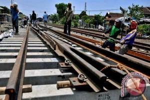 Kemhub dan KAI Periksa Jalur Rel
