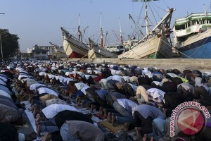 Umat Muslim Seluruh Dunia  Rayakan Idul Fitri