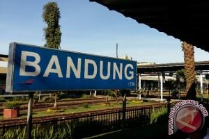 Dirut KAI  periksa kesiapan Stasiun Bandung