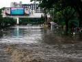 Mobil Terjebak Banjir Pasteur