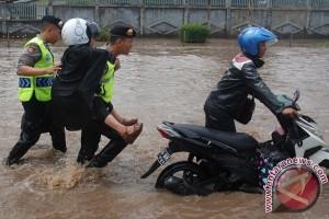 Polisi Alihkan Kendaraan Hindari Banjir di Kahatex