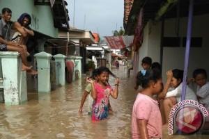 Ribuan rumah di Cirebon terendam banjir