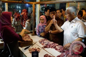 Pemkot Tasikmalaya periksa bahan makanan di pasar
