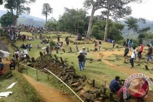 Situs Gunung Padang Sasaran Wisatawan Habiskan Liburan