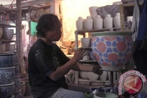 Pengrajin Keramik Kiaracondong Bandung Semakin Berkurang