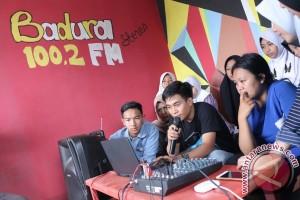 Mahasiswa Unikom Ciptakan Radio Komunitas Untuk Dusun Singapura