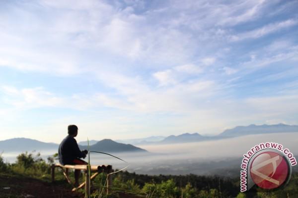 Menjajal Wisata Tangga 1.000 Gunung Manglayang Bandung