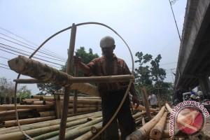 Penjualan Pohon Pinang Sepi Jelang HUT RI