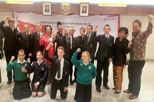 Siswa Australia Ikuti Upacara Bendera di KJRI Perth