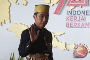 Jokowi  Naik Kereta Pancasila di Karnaval Kemerdekaan