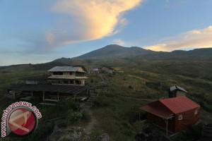 Eiger Gelar Ekspedisi 28 Gunung di Indonesia