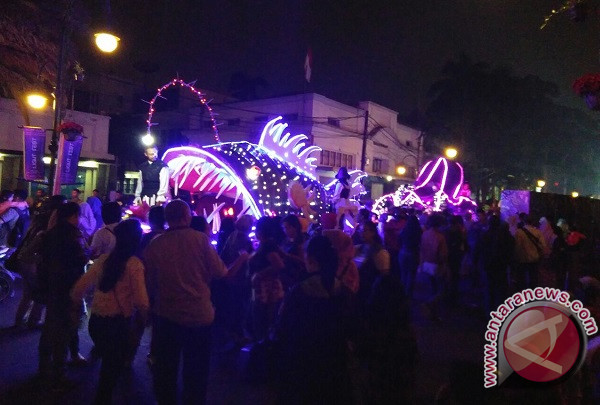 Masyarakat Bandung Padati Acara Festival Mobil Hias