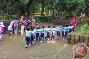 Kebun Binatang Bandung Punya Relawan Pemandu