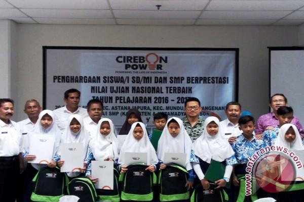 40 Siswa SD-SMP Cirebon Dapat Beasiswa