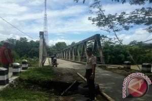 Jalan Penghubung Antar Kecamatan di Cianjur Ambrol