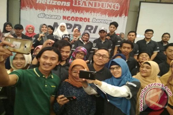 Ketua MPR Ajak Komunitas Medsos Buat Konten Positif
