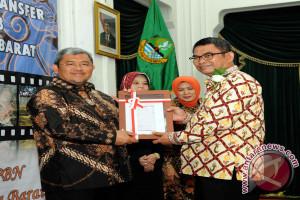 Aher Serahkan DIPA/Dana Desa 2018 ke Daerah