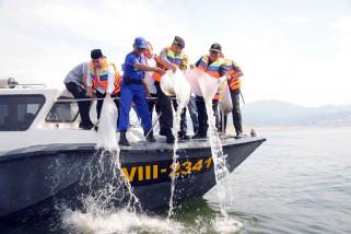 Gubernur Aher sebar 2,3 juta benih ikan