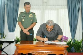 Gubernur tandatangani hibah dana pengamanan Pilkada 2018