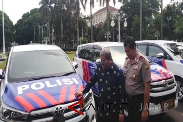 Pemprov Jabar hibahkan mobil untuk Polda Metro Jaya