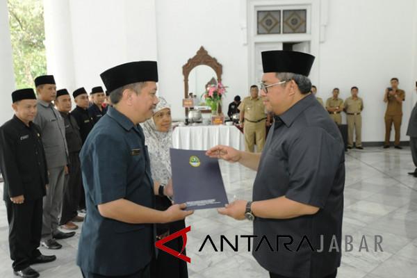 Gubernur Jabar lantik Kasubbag TU SMA/SMK