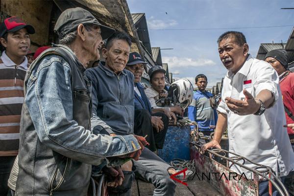 Deddy Mizwar Kunjungi Pasar Caringin