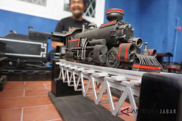 Limbah Sungai Cikapundung disulap menjadi kereta lokomotif