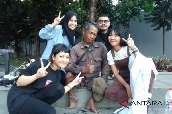 Pangling, Kumpulan Perempuan Pemangkas Rambut di Bandung