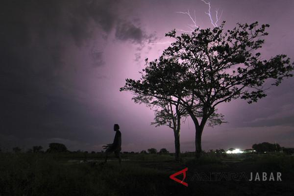 Waspadai hujan petir di 11 daerah Jabar